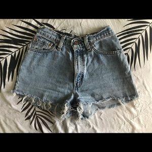 Vintage Levis Shorts!! 💛